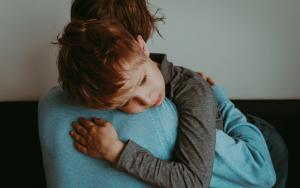 cómo-ayudar-hijo-bullying